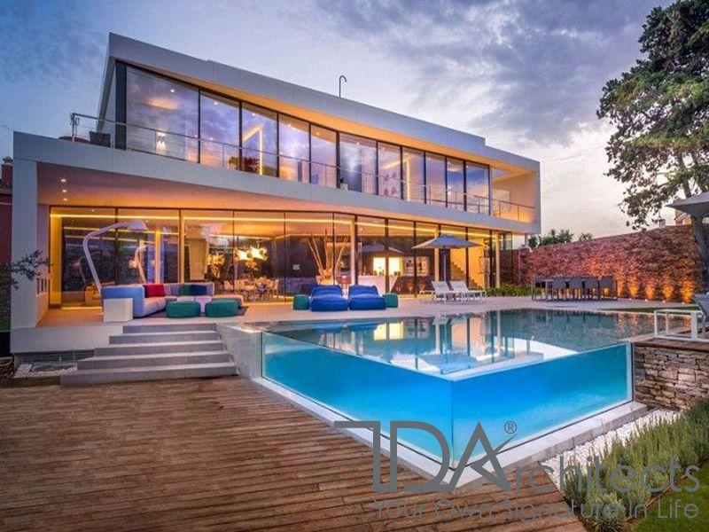 Bể bơi nổi tăng thêm vẻ đẹp của căn biệt thự