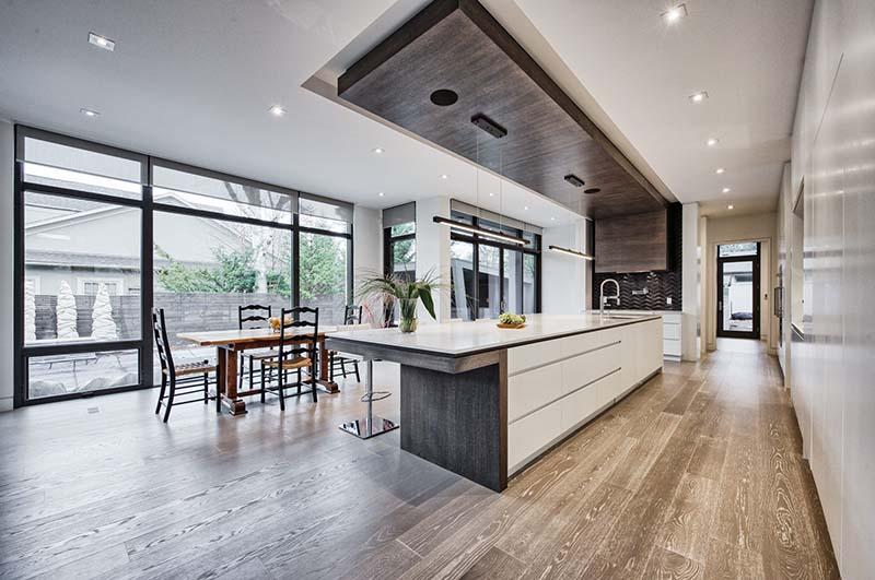Không gian phòng bếp rộng rãi